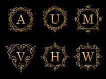 Diseño elegante del monograma del oro en fondo negro Imagen de archivo libre de regalías