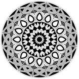 Diseño en blanco y blanco complejo de la mandala con formas básicas Foto de archivo
