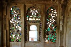 Diseño floral en los cristales de ventana imagen de archivo