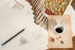 Diseño gráfico con una taza que vuela de café Fotos de archivo libres de regalías