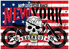 Diseño gráfico del vector de la camiseta del hombre de la motocicleta del cráneo de la bandera americana stock de ilustración