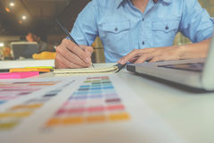 Diseño gráfico y muestras coloreadas fotos de archivo libres de regalías