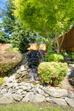 Diseño hermoso del paisaje para el jardín del patio trasero Foto de archivo libre de regalías