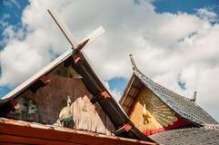 Diseño hermoso del tejado del pavo real Foto de archivo