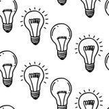 Diseño inconsútil dibujado mano del modelo de la bombilla de la lámpara Aislado en blanco Foto de archivo