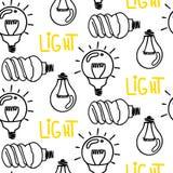 Diseño inconsútil dibujado mano del modelo de la bombilla de la lámpara Aislado en blanco Imagenes de archivo
