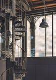 Diseño industrial con la ventana grande imagenes de archivo