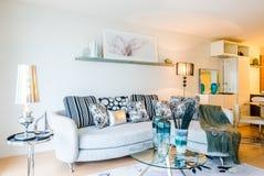 Diseño interior de la sala de estar moderna Fotos de archivo libres de regalías