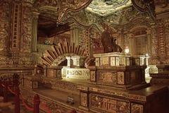 Diseño interior de tumba vietnamita de Khai Dinh en tonalidad fotos de archivo libres de regalías