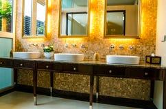 Diseño interior de un cuarto de baño Fotografía de archivo