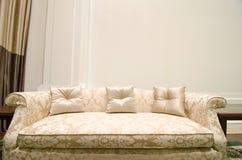 Diseño interior de una sala de estar de lujo con el sofá Fotografía de archivo libre de regalías
