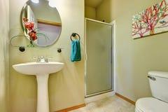 Diseño interior del cuarto de baño cremoso suave elegante Imagen de archivo libre de regalías