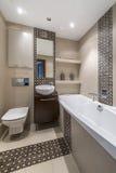 Diseño interior del cuarto de baño moderno Foto de archivo