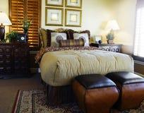 Diseño interior del dormitorio imagenes de archivo