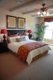 Diseño interior del dormitorio hermoso fotos de archivo libres de regalías