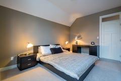 Diseño interior del dormitorio moderno Fotos de archivo libres de regalías