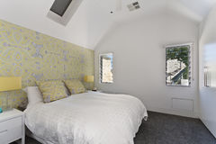 Diseño interior: Dormitorio moderno Imágenes de archivo libres de regalías