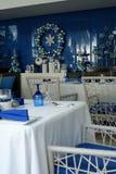 Diseño interior elegante hermoso, restaurante de la playa con la decoración de la Navidad Imagen de archivo