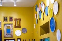 Diseño interior moderno de la casa Placas en el diseño interior casero exótico de la pared foto de archivo libre de regalías