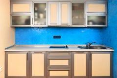 Diseño interior moderno de la cocina nacional Foto de archivo