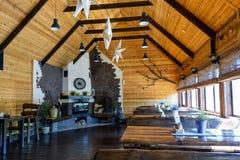 Diseño interior y atmósfera del estilo moderno del restaurante o del café con muebles Almuerzo del concepto en restaurante modern fotografía de archivo