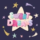 Diseño lindo para los pijamas, ropa de noche, camisetas de los sueños dulces Letras y estrellas de la historieta en un fondo oscu Fotos de archivo