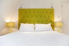 Diseño lujoso de la cama Imagen de archivo