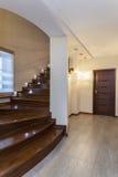 Diseño magnífico - escaleras de madera imagen de archivo libre de regalías