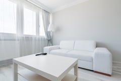 Diseño minimalista de la sala de estar Fotos de archivo
