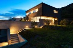 Diseño moderno de la arquitectura, casa, al aire libre Foto de archivo libre de regalías