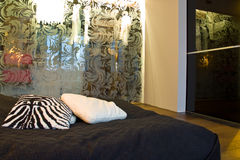 Diseño moderno del dormitorio fotos de archivo libres de regalías