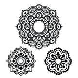 Diseño redondo del tatuaje indio de la alheña - modelo de Mehndi Fotografía de archivo