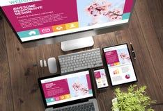 diseño responsivo impresionante de los dispositivos de escritorio de madera fotografía de archivo