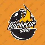 Diseño retro del logotipo de la barbacoa con el fuego Ilustración del vector Foto de archivo libre de regalías