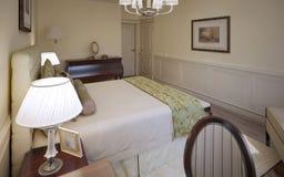Diseño tradicional de dormitorio inglés Foto de archivo libre de regalías