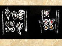 Diseño tradicional de Rangoli en el umbral Fotos de archivo