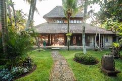 Diseño tradicional y antiguo del chalet del estilo del Balinese Imagen de archivo