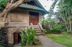Diseño tradicional y antiguo del chalet del estilo del Balinese Foto de archivo