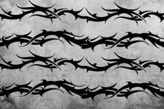 Diseño tribal del tatuaje sobre fondo gris Imagenes de archivo