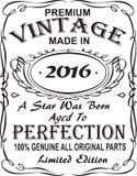 Diseño vectorial de la impresión de la camiseta El vintage superior hizo en 2016 una estrella fue llevado envejeció a la perfecci stock de ilustración
