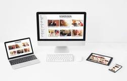 Diseño web responsivo y/o adaptante en diversos tamaños de pantalla foto de archivo libre de regalías