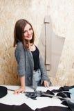Diseñador de moda hermoso que sonríe en la cámara Fotos de archivo
