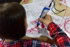 Disegnando con 3D-pen Fotografie Stock Libere da Diritti