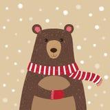 Disegnato a mano dell'orso sveglio che porta sciarpa rossa Immagini Stock
