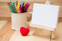 Disegni lo spazio vuoto della tela di pittura per la scuola della pittura del testo Fotografie Stock Libere da Diritti