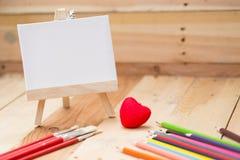 Disegni lo spazio vuoto della tela di pittura per la scuola della pittura del testo Fotografie Stock