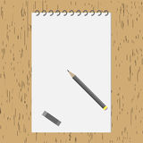 Disegni a matita con un album sulla tavola di legno Fotografia Stock