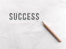 Disegni a matita il successo di parola di tiraggio su Libro Bianco con lo spazio della copia fotografie stock