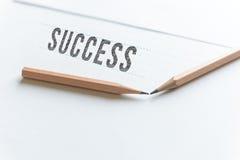 Disegni a matita il successo di parola di tiraggio su Libro Bianco con lo spazio della copia immagine stock libera da diritti