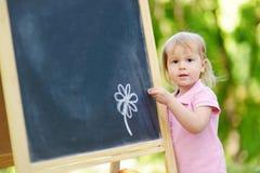 Disegno adorabile del bambino con un gesso Immagine Stock Libera da Diritti